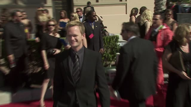 neil patrick harris at the 58th annual creative emmy awards at shrine auditorium in los angeles, california. - ニール・パトリック・ハリス点の映像素材/bロール