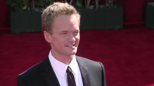 neil patrick harris at the 61st annual primetime emmy awards - arrivals part 2 at los angeles ca. - ニール・パトリック・ハリス点の映像素材/bロール
