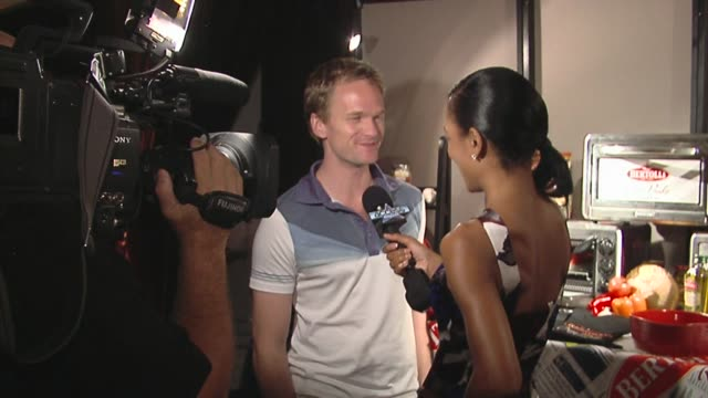 neil patrick harris at the bertolli at the presenters gift lounge celebrating the primetime emmy awards hosted by aeg ehrlich ventures at los angeles... - gift lounge stock videos & royalty-free footage