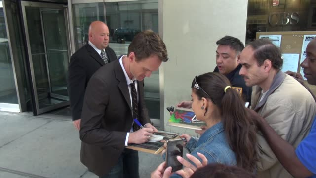 stockvideo's en b-roll-footage met neil patrick harris at the 'cbs this morning' studio neil patrick harris at the 'cbs this morning' on june 06 2013 in new york new york - andrew neil