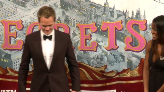 vídeos de stock, filmes e b-roll de neil patrick harris in how i met your mother skit - neil patrick harris named harvard universitys hasty pudding theatricals man of the year on... - comédia de sketches