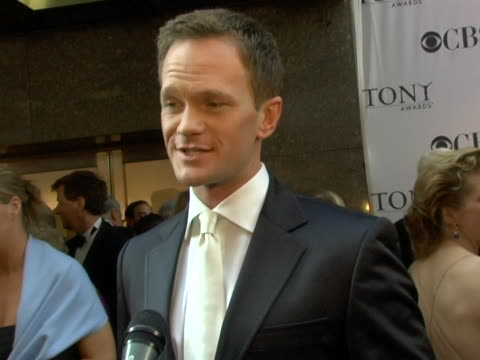 vídeos de stock e filmes b-roll de neil patrick harris on presenting the performance of sweeney todd the ease of using a teleprompter hanging out over the summer being in extraordinary... - atlântico central eua