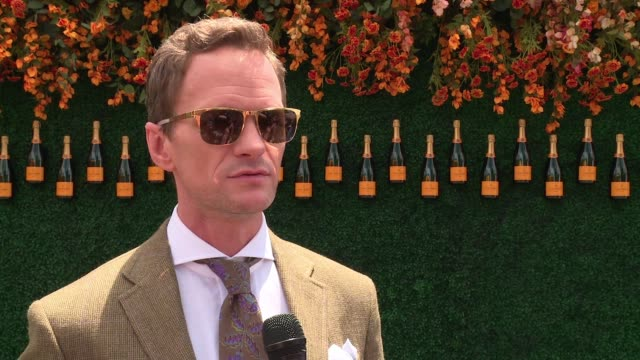 neil patrick harris on why he's the perfect host for this event, on not knowing what to wear to this event, on his broadway performances, on current... - ニール・パトリック・ハリス点の映像素材/bロール