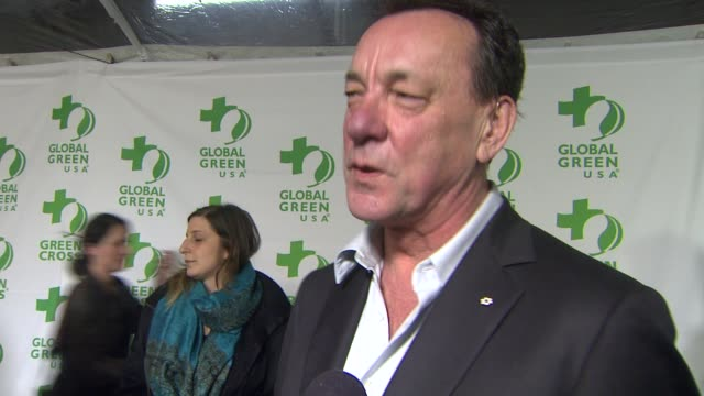 vídeos de stock e filmes b-roll de interview neil peart on what he appreciates about the work global green usa is doing what he does to be green in his own life at global green usa's... - festa do óscar