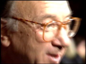neil simon at the 'sunset boulevard' premiere at shubert theater in century city, california on november 30, 1993. - neil simon bildbanksvideor och videomaterial från bakom kulisserna