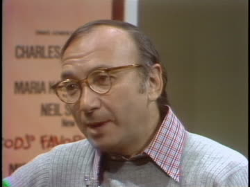 neil simon comments on critics and reacting to bad reviews during an interview on march 3, 1977. - neil simon bildbanksvideor och videomaterial från bakom kulisserna