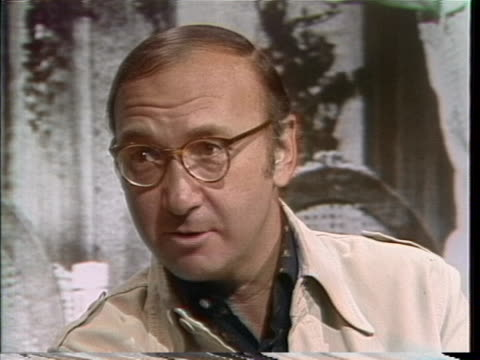 neil simon comments on living in los angeles and the growth of culture in the city during an interview on june 10, 1976. - neil simon bildbanksvideor och videomaterial från bakom kulisserna