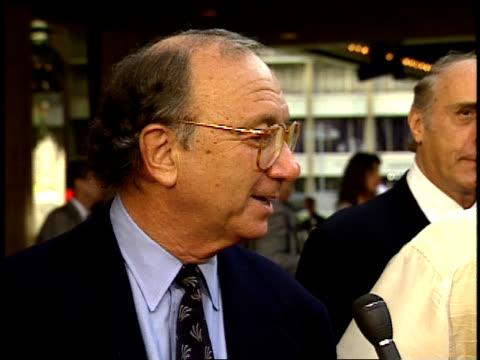 neil simon speaks to a reporter on the red carpet. - neil simon bildbanksvideor och videomaterial från bakom kulisserna