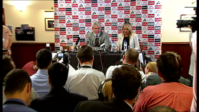 Neil Warnock sacked by QPR T03081027 INT Mark Hughes arriving at press conference ** BEWARE