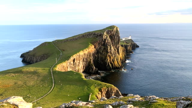 neist lighthouse neist point moonen bay skye scotland uk - スコットランド点の映像素材/bロール