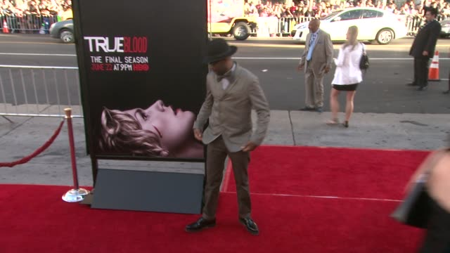 vídeos y material grabado en eventos de stock de nelsan ellis at true blood seventh and final season premiere at tcl chinese 6 theatres on june 17 2014 in hollywood california - mann theaters