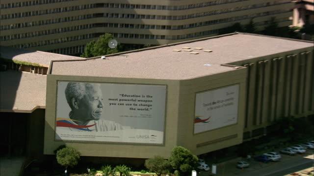 aerial cu zo ws nelson mandela billboard at university of south africa, pretoria, gauteng, south africa - ハウテング州点の映像素材/bロール