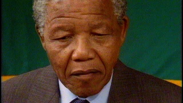 nelson mandela death: sir trevor mcdonald tribute; 14.2.1990 / t14029006 nelson mandela interview sot - i am no prophet but i am certainly an... - トレバー マクドナルド点の映像素材/bロール