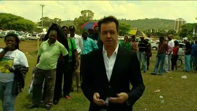 nelson mandela death: thousands unable to see him lying in state; reporter to camera sot - 正装安置点の映像素材/bロール