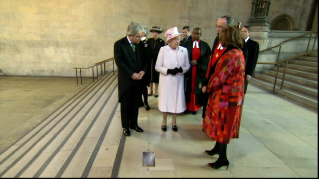 uk reaction houses of parliament westminster hall int queen elizabeth stands by mandela plaque chatting with bercow and others comments about news of... - queen elizabeth hall stock videos and b-roll footage