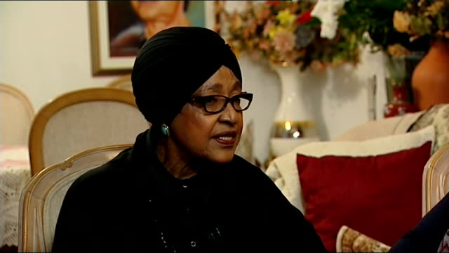 winnie mandela interview; south africa: soweto: int winnie madikizela-mandela interview sot part 1 of 2. - i don't think it is possible to describe... - itv news at one stock-videos und b-roll-filmmaterial
