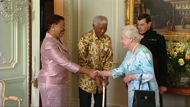 nelson mandela meeting queen elizabeth ii on a visit to buckingham palace - meeting stock videos & royalty-free footage