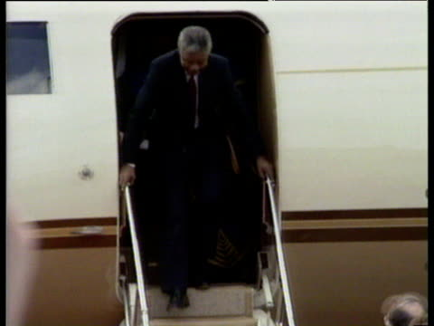 nelson mandela waves from doorway of plane at dublin airport 30 jun 90 - nelson mandela stock videos and b-roll footage