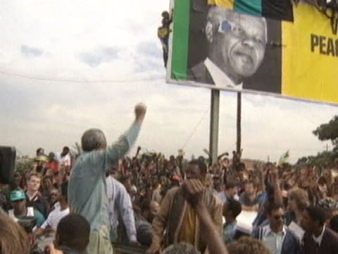 Nelson Mandela waves to the crowds at an ANC rally