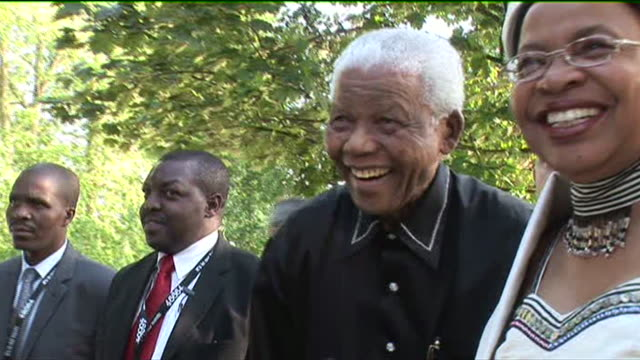 nelson mandela with gordon brown, bill clinton and chelsea clinton at his 90th birthday celebrations - politics icon stock videos & royalty-free footage