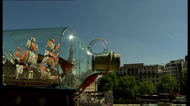 nelson's column pan yinka shonibare's nelson's ship in a bottle artwork on fourth plinth - 雑貨点の映像素材/bロール