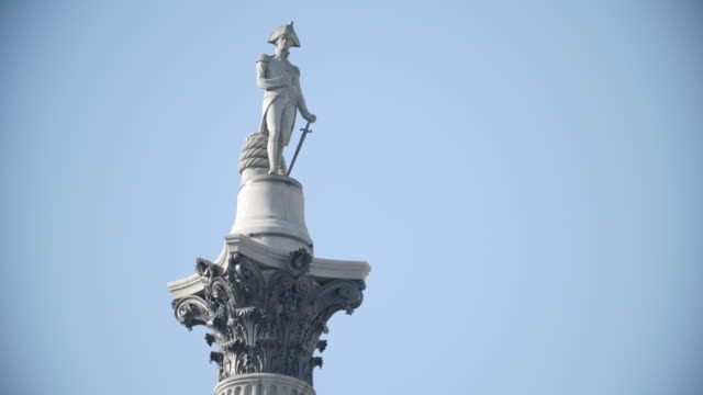 nelsons's column / london, united kingdom - trafalgar square stock-videos und b-roll-filmmaterial