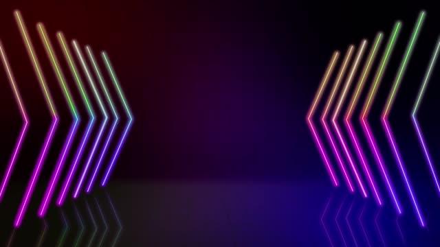 vídeos y material grabado en eventos de stock de signo de flecha de neón 4k. puntero de flecha de neón brillante sobre el fondo de la pared de ladrillo. cartel retro - triángulo