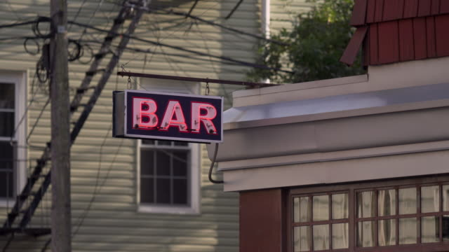 stockvideo's en b-roll-footage met cu of neon bar sign in brooklyn. - bar gebouw