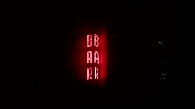 stockvideo's en b-roll-footage met neon bar sign - bar gebouw