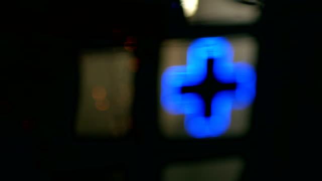 vídeos de stock e filmes b-roll de neon cross reflected in pool, pharmacy, night - cruz equipamento religioso