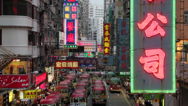 vidéos et rushes de neon lights illuminate signs above a street in mong kok. - mong kok