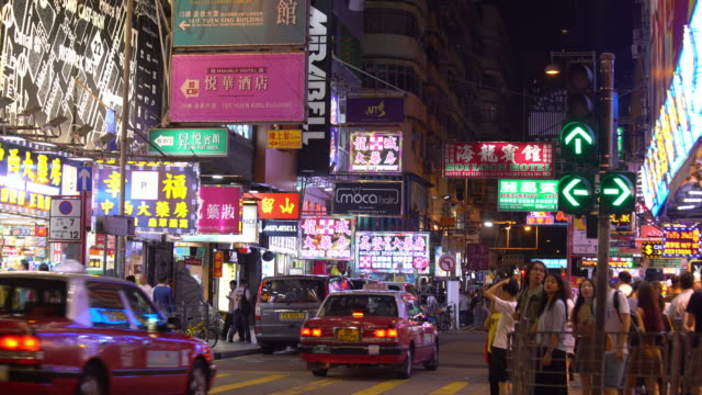 vídeos de stock e filmes b-roll de neon lights in mong kok area, hong kong - mong kok