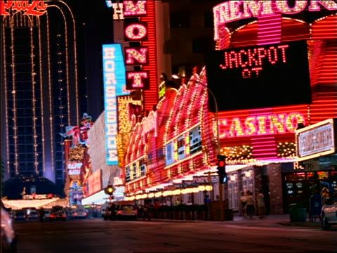 vídeos de stock e filmes b-roll de neon lights of casinos on las vegas street at night - 1997