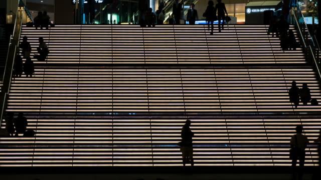 ネオン照明ステアズ-ストック動画 - staircase点の映像素材/bロール