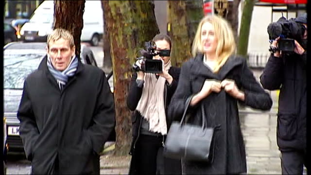 stockvideo's en b-roll-footage met neon roberts cancer treatment case: high court adjourns decision; england; london: the royal courts of justice: ext sally roberts from car and along... - omgeven