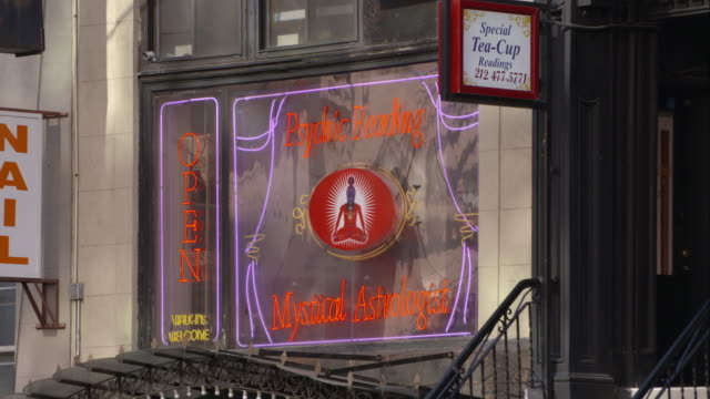 stockvideo's en b-roll-footage met neon sign of a psychic reading and mystical astrologist - astrologie