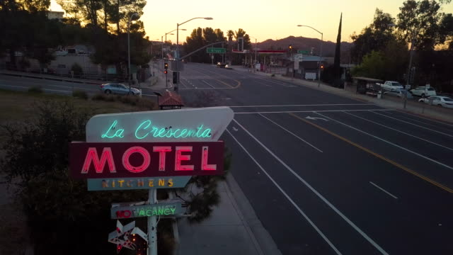 neon sign of la crescenta motel on foothill boulevard in the city of la crescenta california a suburb of los angeles this vintage sign is actually in... - twilight stock videos & royalty-free footage