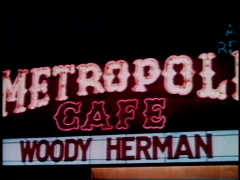 vidéos et rushes de 1962 montage neon signs of night clubs / new york, new york, united states - 1962