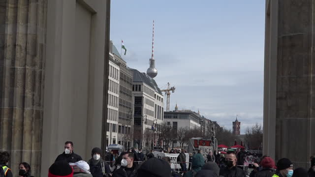 neo-nazis wave a black front flag during protests at brandenburg gate on march 20, 2021 in berlin, germany. several right-wing protests by... - nazism stock-videos und b-roll-filmmaterial