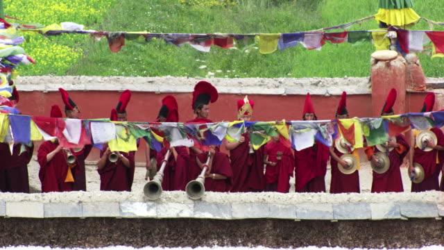 nepal : buddhist monks play music - spiritualité stock videos & royalty-free footage