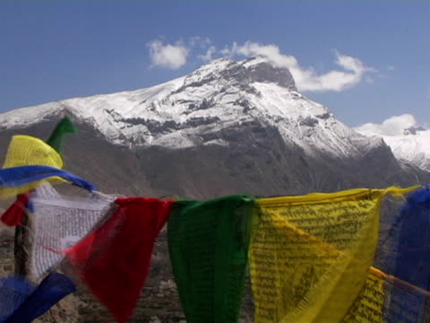 cu, nepal, tibetan buddhist prayer flags with snow capped annapurna mountains in background - annapurna range stock videos and b-roll footage