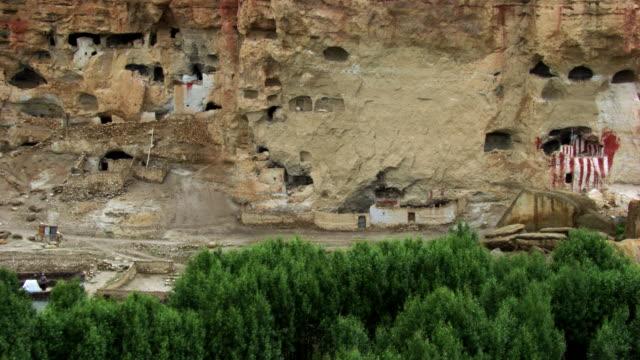 vídeos y material grabado en eventos de stock de nepal : troglodyte houses - vivienda en roca