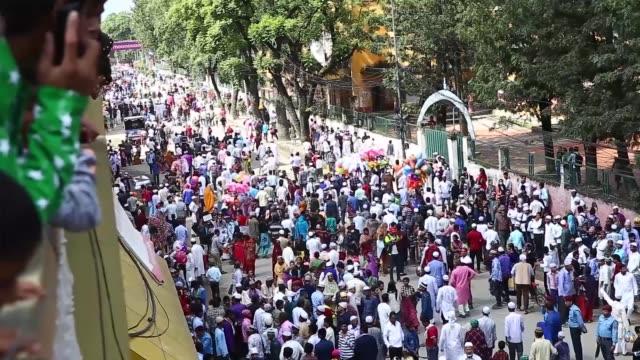 nepalese muslim perform eid al-fitr prayer at the mosque in kathmandu, nepal on june 26, 2017. muslims around the world are celebrating the eid... - brunei stock videos & royalty-free footage