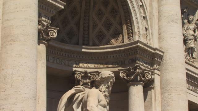 cu, zo, ms, neptun statue in trevi fountain, rome, italy - männliche figur stock-videos und b-roll-filmmaterial