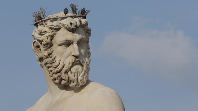 neptune statue, piazza della signoria, florence, tuscany, italy, europe - crown headwear stock videos and b-roll footage