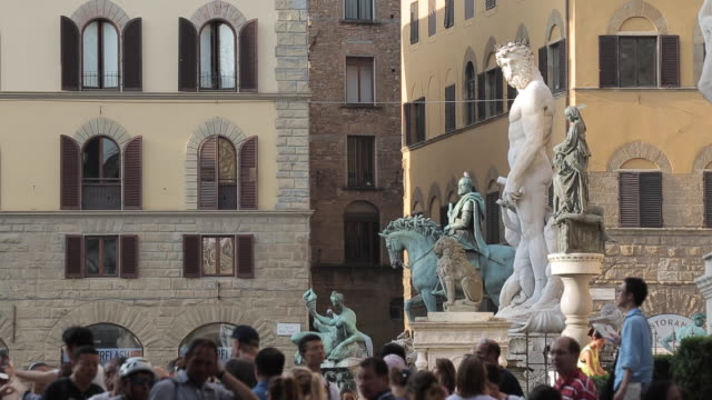 neptune statue, piazza della signoria, florence, tuscany, italy, europe - florence italy stock videos & royalty-free footage