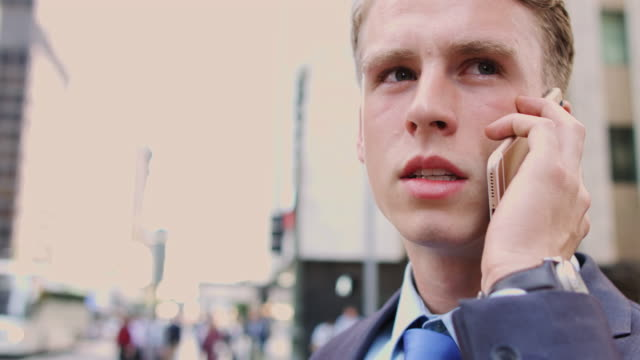 nervous businessman on phone - 金髪点の映像素材/bロール
