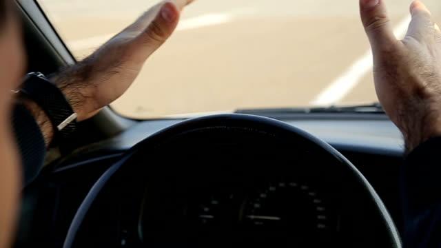 vídeos de stock e filmes b-roll de nervosismo em trânsito - descontente
