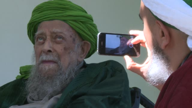 nestled at the end of a street in the cypriot village of lefke is a house to which an elderly sufi muslim sage draws disciples with a message of love... - apostel bildbanksvideor och videomaterial från bakom kulisserna