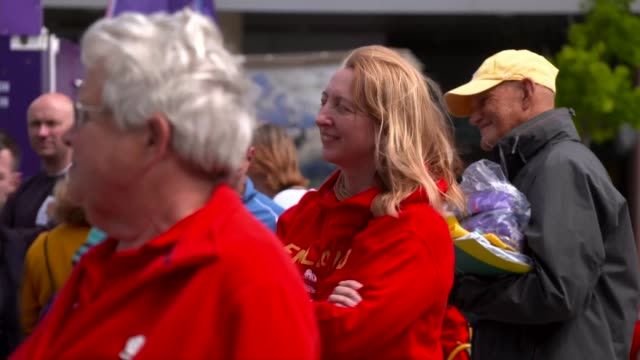 netball world cup 2019: england lose to new zealand in semi-final; uk, liverpool: england netball fans gather outside stadium ahead of netball world... - 準決勝点の映像素材/bロール